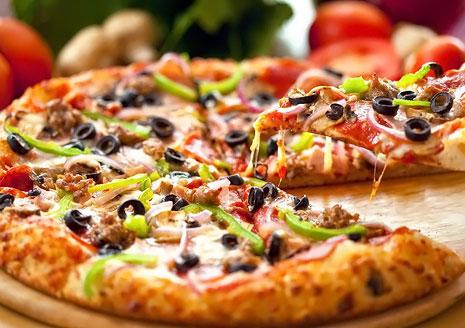 Все меню настоящей итальянской пиццы от Retro Pizza! Скидка 55% с доставкой на дом!